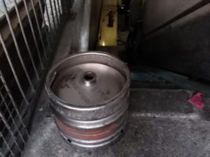 Kratten glijbaan maken rvs fust krat pub kroeg laten